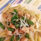 Asparagus, Chicken and Penne Pasta - If you are tired of tomato based pasta, try this one. Asparagus and chicken are tossed with penne pasta.