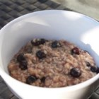 Blueberry Oatmeal - Start your day off right with a delicious bowl of oatmeal made with cinnamon, vanilla, and fresh blueberries.