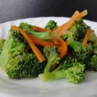 Steamed Broccoli and Carrots with Lemon - As the title says, this side dish recipe simply mixes steamed broccoli and carrots with lemon juice (and some seasoning) for a simple and delicious vegetable course.