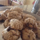 Gluten-Free Delicious Soft Oatmeal Cookies - It's hard to believe these moist and delicious soft oatmeal cookies are gluten-free!