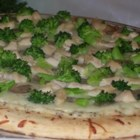 Fast and Easy Ricotta Cheese Pizza with Mushrooms, Broccoli, and Chicken - This is a delicious pizza with a buttery ricotta cheese sauce and with a topping of mushrooms, broccoli, and chicken breast.