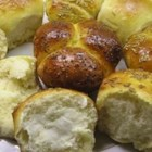 No Knead Refrigerator Rolls - A light fluffy yeast roll that melts in your mouth.