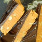 Easy Butter Fingers Candy - This easy and inexpensive candy tastes like that famous crunchy peanut candy bar. Buy your candy supplies after Halloween to get a great price, then make a batch or two for Christmas gifts and cookie trays.