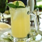 Refreshing Lemonade - A sugar-free recipe for fresh lemonade.