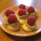 Mini Meringues - Small meringues flavored with vanilla, coffee or chocolate.