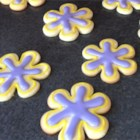 Glossy Royal Icing  - Use this pure white royal icing to make professional-looking cakes and cookies.