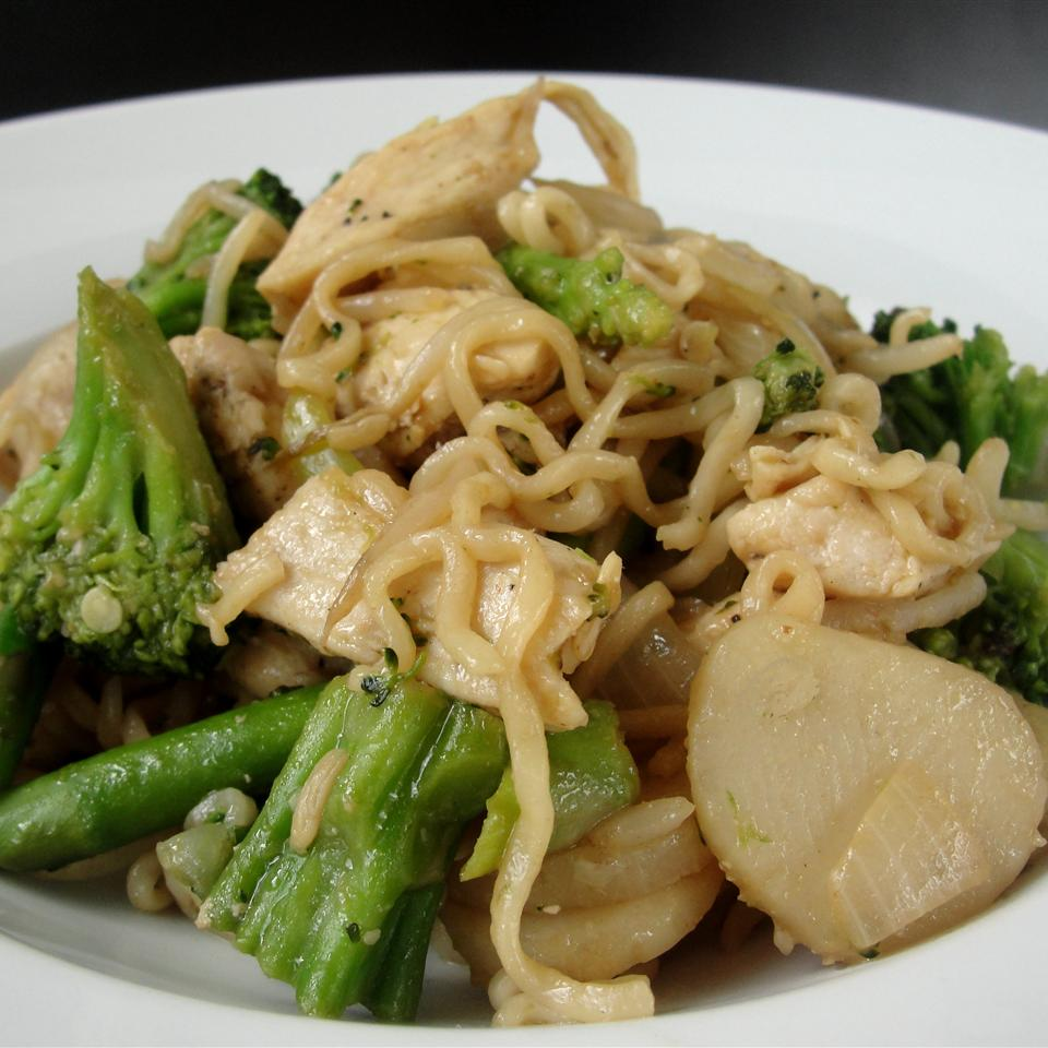 Ramen Noodle Stir-Fry with Chicken and Vegetables Dale