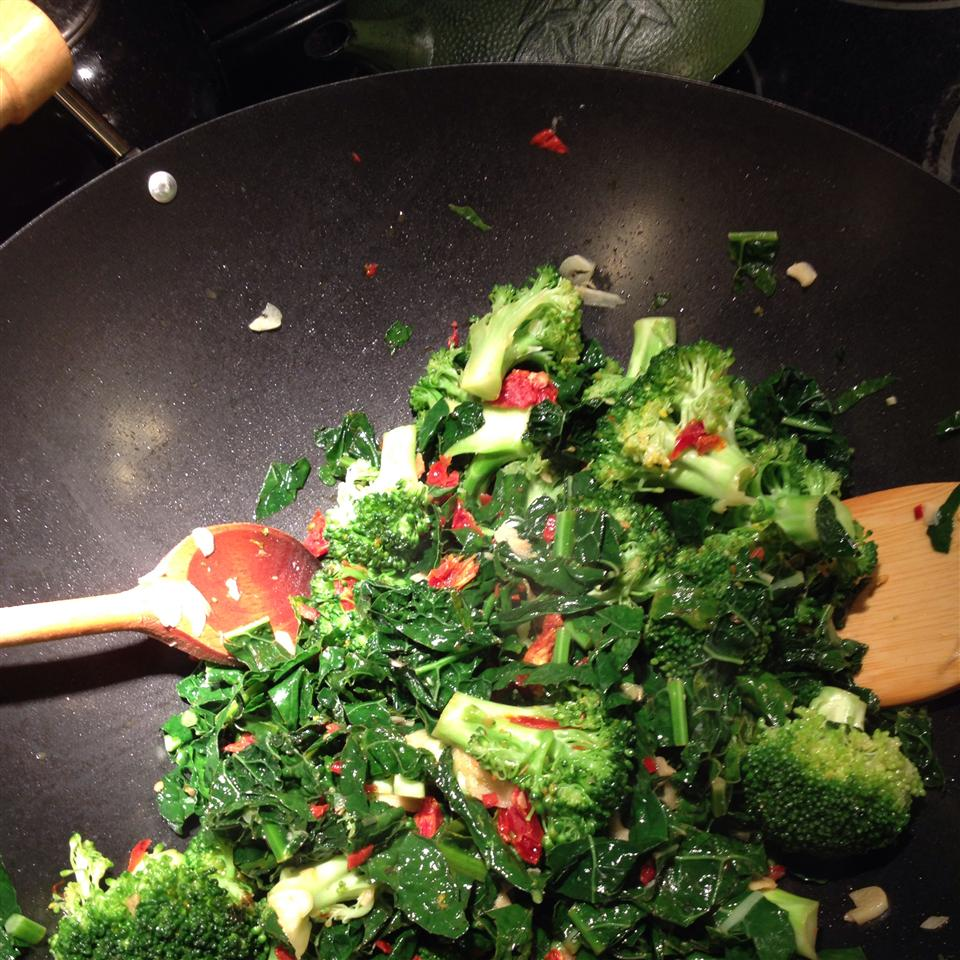 Stir-Fried Kale and Broccoli Florets ffilipic