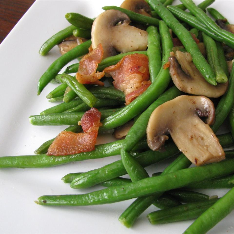 Mushroom and Bacon Green Beans_image