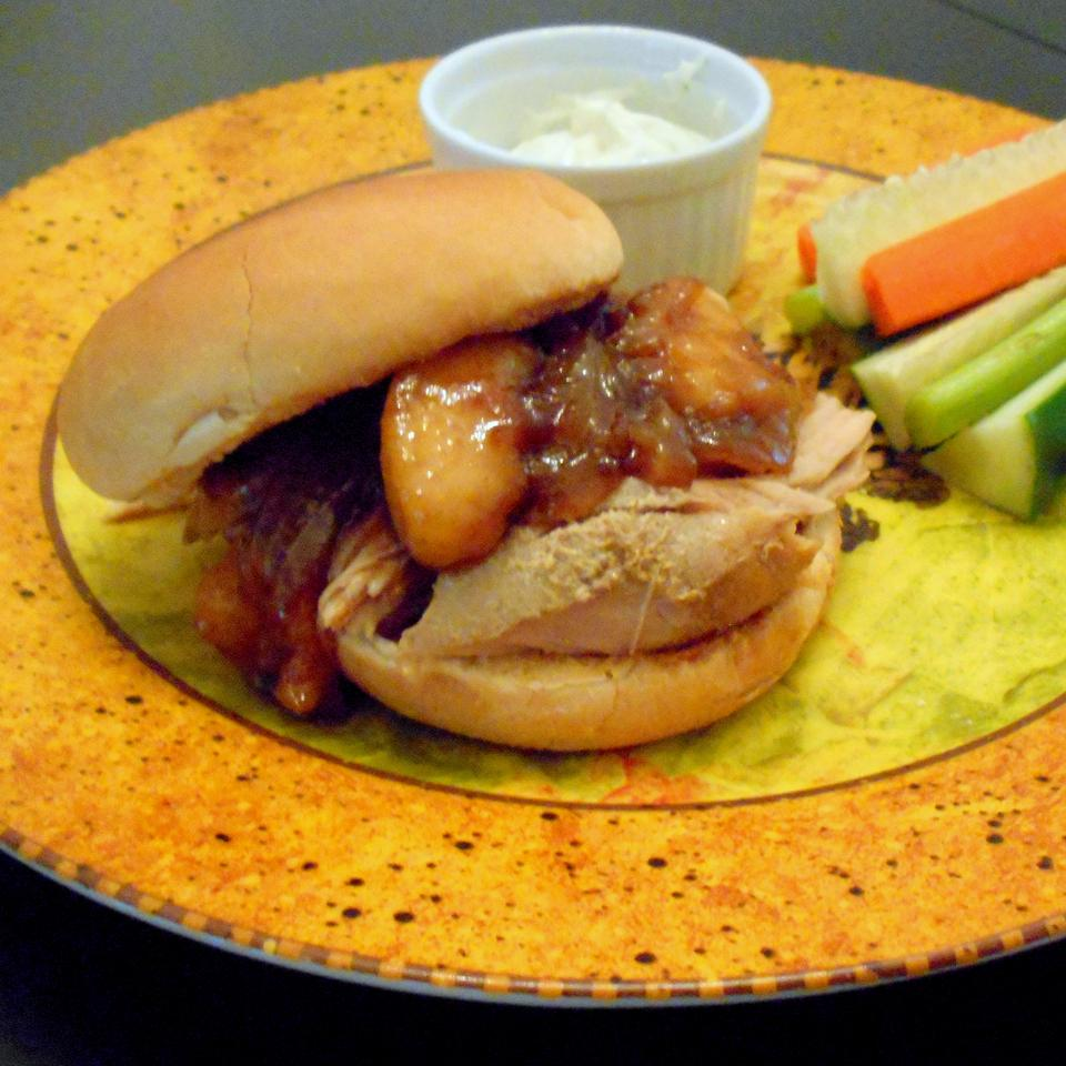 Apple Cider Pulled Pork with Caramelized Onion and Apples ONIOND