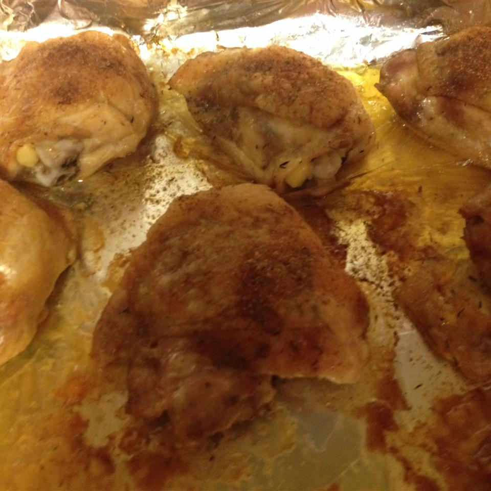 Crispy and Tender Baked Chicken Thighs ginger0529