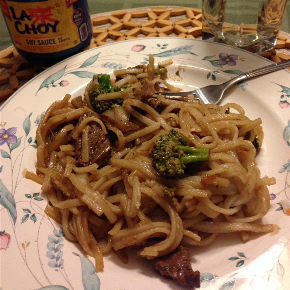 Pad See Ew (Thai Noodles with Beef and Broccoli) gale