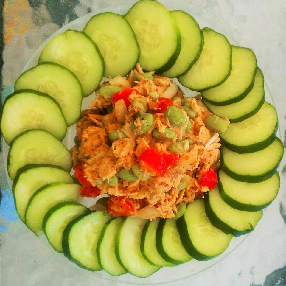 Low-Fat Tuna Salad with Edamame and Tomato