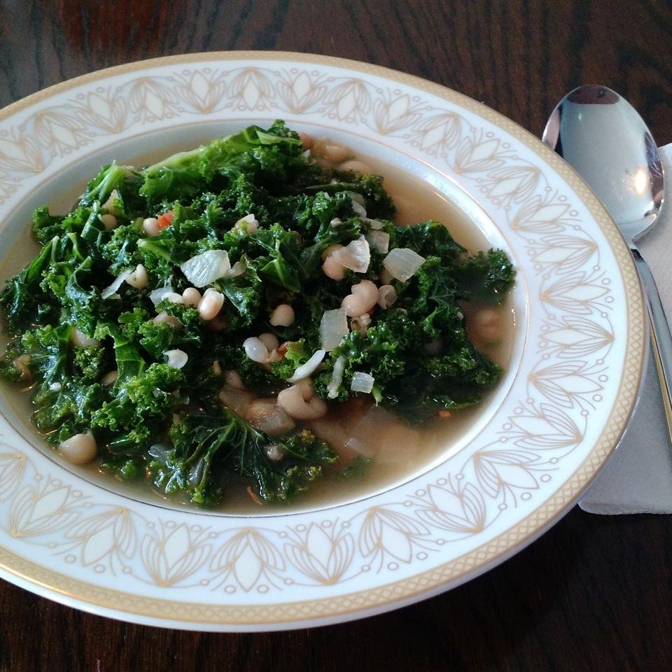 Simple and Delicious Kale Soup rachel castrovinci