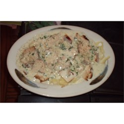 Alfredo Sauce with pasta and grilled chicken