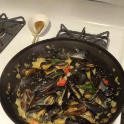 Steamed Mussels with Fennel, Tomatoes, Ouzo, and Cream Recipe