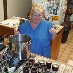 Making jaboticaba jelly
