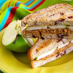 Sweet 'n Creamy Peanut Butter Apple Sandwich Recipe
