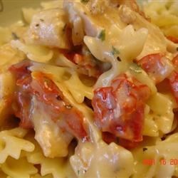 Chicken Garlic and Sundried Tomato Pasta