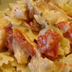 Chicken Garlic and Sundried Tomato Pasta