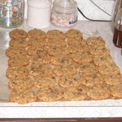 Oatmeal, raisins, and chocolote chip