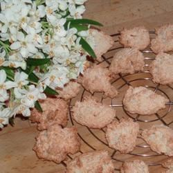 Coconut-cornflake cookies straight from the oven