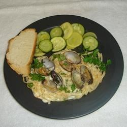 Alfredo Sauce with Clams Italiano