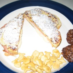 Monte Cristo w/ Powdered Sugar