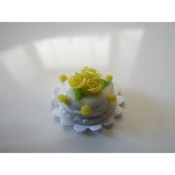 yellow cake rose decoration