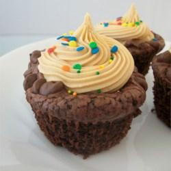 Chocolate Fudge Cupcakes with Peanut Butter Frosingt