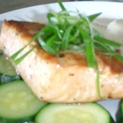 Grilled Salmon with White Sauce