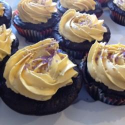 vegan chocolate cupcakes with vanilla frosting printer friendly