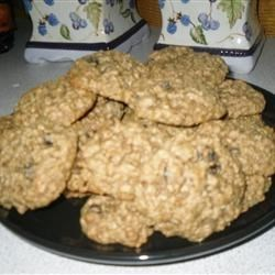 Mom's Raisin Oatmeal Cookies Recipe