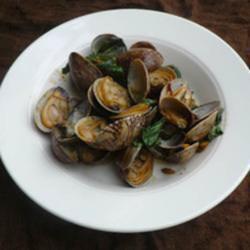 hoy lai pad nam prik pow clams with chili paste and basil