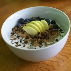 Creamy Apple Cinnamon Raisin Oatmeal Recipe