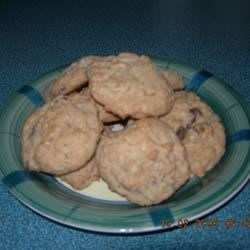 Yummy Chocolate Chip Oatmeal Cookies