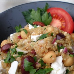 Mediterranean Quinoa Salad w/ Chickpeas