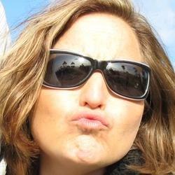 Kati Kissy Face