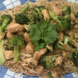 Chinese minute chicken with broccoli & chow mein
