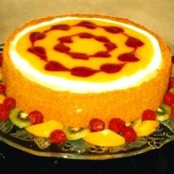 Cheesecake with raspberries & peaches