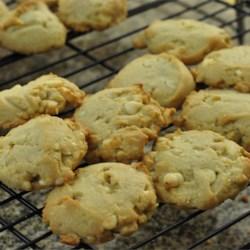 white chocolate mac nut cookies