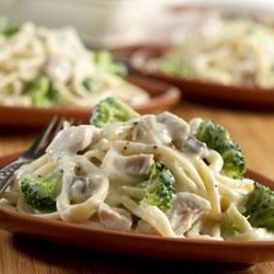 Campbell's(R) Turkey and Broccoli Alfredo Recipe