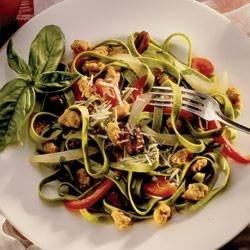 Spinach Fettuccine with Sausage, Peppers and Olives Recipe