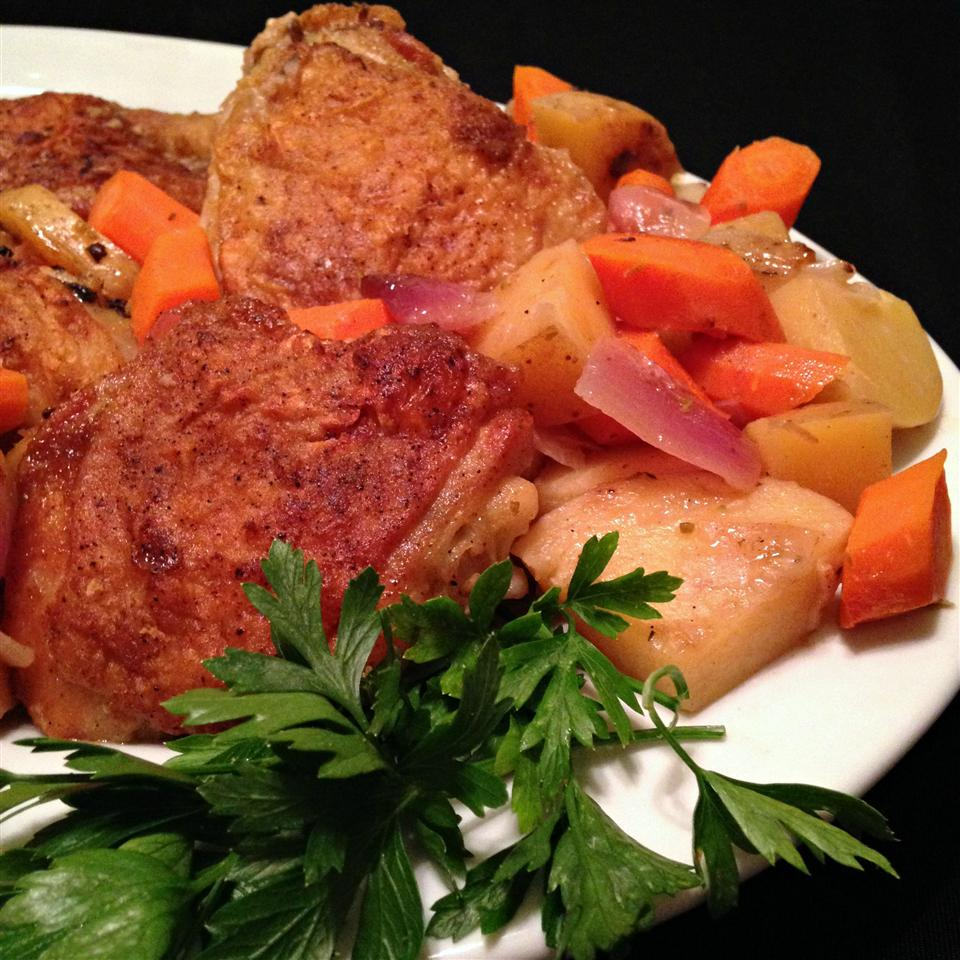 Pan-Roasted Chicken with Vegetables and Herbs Happyschmoopies