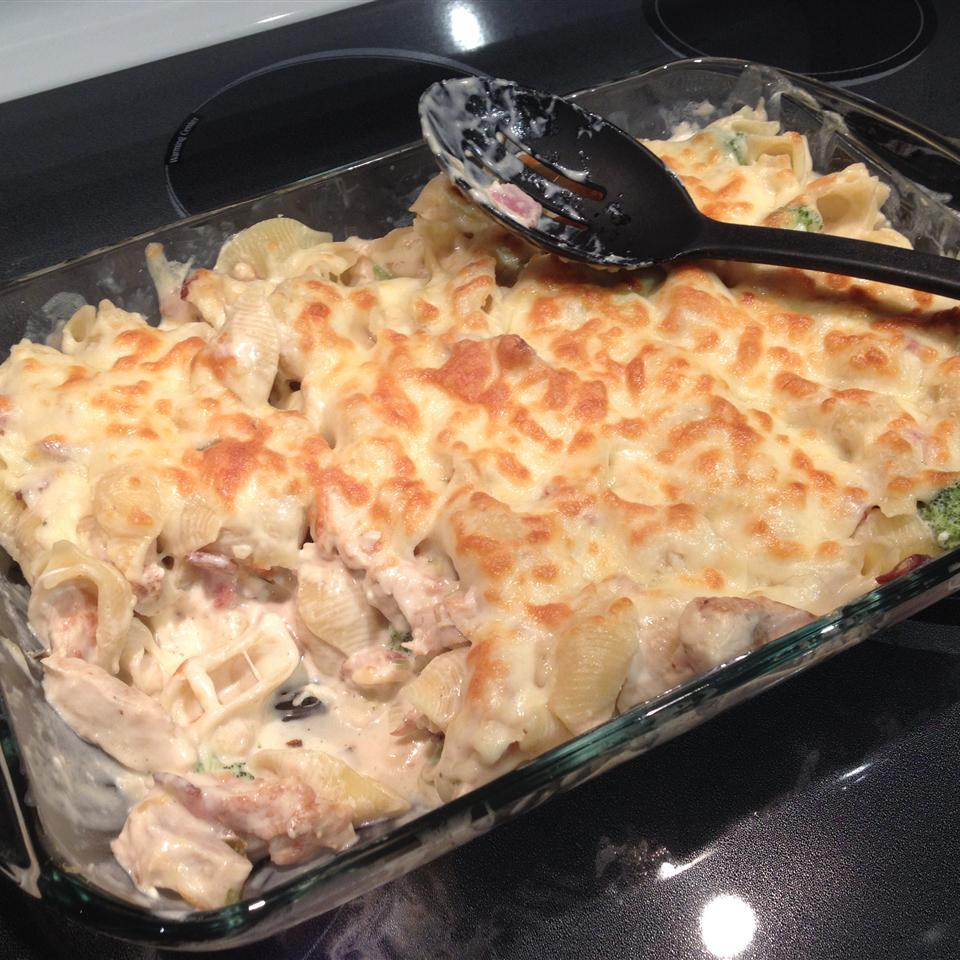 Creamy Chicken With Pasta and Broccoli crm