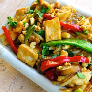 Thai Peanut Chicken Lo Mein Recipe - This Thai-inspired dish mixes noodles with bean sprouts and mushrooms in a lightly sweetened peanut sauce.