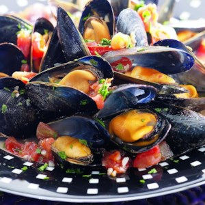 Steamed Mussels in Tomato Broth