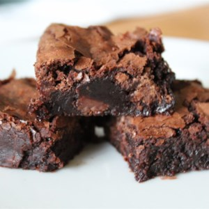 Best Brownies Recipe and Video - Cakey on the outside and fudgy in the middle, this easy brownie recipe really is the best! Done in an hour.