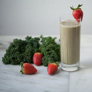 Peanut Butter-Strawberry-Kale Smoothie