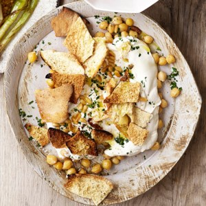 Chickpeas with Garlicky Yogurt & Toasted Pita (Fatteh Hommos)